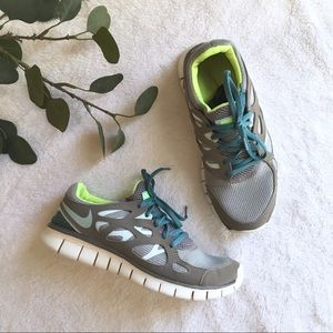 Nike free run 2 tennis shoes